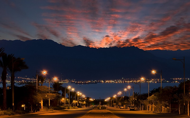 Local street - ���, �����, ���, ����, ������, ���� ����, Eilat sunrise Shahamon street Aqaba gulf Red Sea lamp port ship boat. ����� �� ���� �������. ������: NIKON D7000